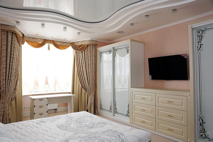 Спальня в дизайне штор
